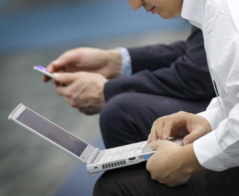 Σχέδιο δράσης κατά της παραπληροφόρησης στο διαδίκτυο ετοιμάζει η ΕΕ