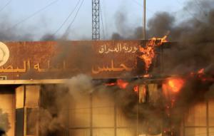 Ιράκ: Η Βασόρα φλέγεται – Παρανάλωμα του πυρός το κτίριο του κυβερνείου – Μεγάλες αναταραχές στην πόλη[pics]