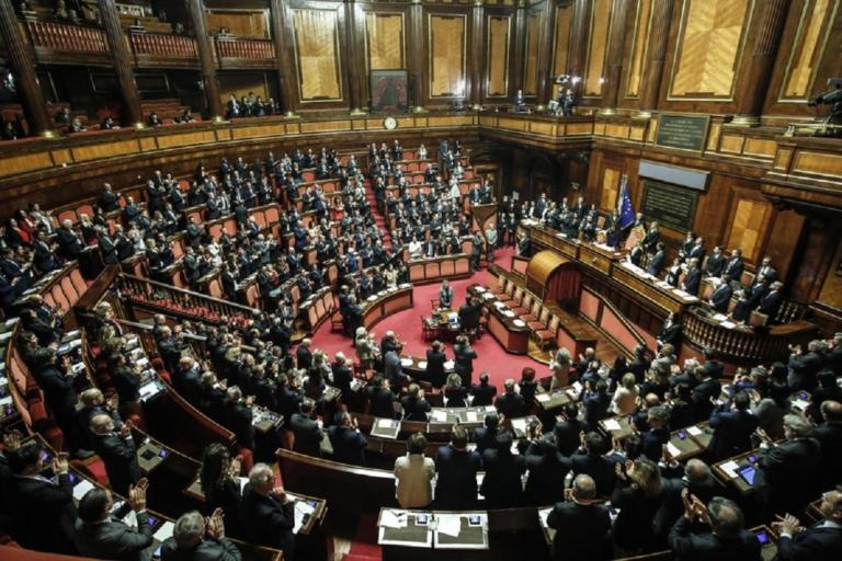 «Η Ιταλία θέτει σε κίνδυνο το ευρωπαϊκό εγχείρημα» αναφέρει άρθρο του Bloomberg