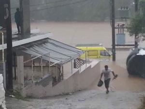 Μεσογειακός κυκλώνας: Μάχη με το χρόνο για τους τρεις αγνοούμενους – Κλειστά σχολεία αύριο – Νέες εικόνες καταστροφής!