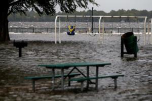 Έφτασε στις ανατολικές ακτές των ΗΠΑ και… τρομάζει ο κυκλώνας Φλόρενς – video