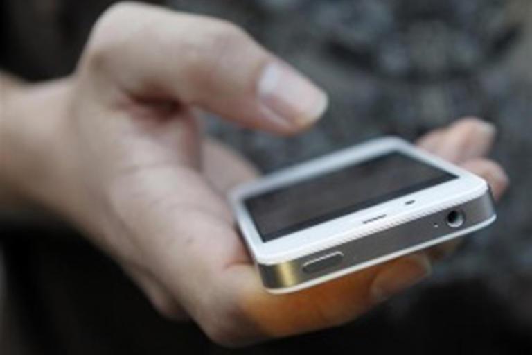 Κινητά και σταθερά: Τι αλλάζει σε χρεώσεις και πάγια από την Πρωτοχρονιά | Newsit.gr