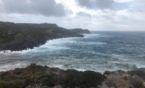 Κύθηρα: Η θάλασσα μανιασμένη και ο κόσμος κλεισμένος στα σπίτια – Ο κυκλώνας συνεχίζει την πορεία του [pics]