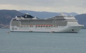 Ναύπλιο: Εκτάκτως στο λιμάνι λόγω κακοκαιρίας το εντυπωσιακό κρουαζιερόπλοιο – Μεταφέρει 2.500 τουρίστες – video