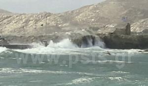 Πάρος: Ο Ξενοφών έφερε σφοδρή θαλασσοταραχή και τεράστια κύματα! video
