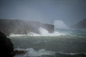 Κύθηρα: Χάθηκε το λιμάνι από τους θυελλώδεις ανέμους των 10 μποφόρ – Διακοπές ρεύματος σε χωριά [pics]