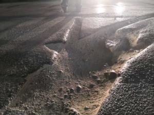 Λάρισα: Ο δρόμος της οργής – Έξαλλη η οδηγός μετά το τροχαίο – Οι λακκούβες που φέρνουν μηνύσεις [pics]