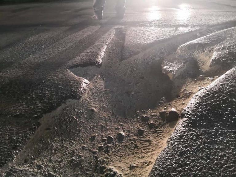 Λάρισα: Ο δρόμος της οργής – Έξαλλη η οδηγός μετά το τροχαίο – Οι λακκούβες που φέρνουν μηνύσεις [pics] | Newsit.gr