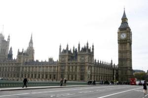 Ηνωμένο Βασίλειο: Καταδίκη για μαζικές υποκλοπές στις επικοινωνίες