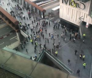 Συναγερμός στο Λονδίνο: Περιστατικό με αυτοκίνητο σε εμπορικό κέντρο, εκκενώθηκε σταθμός τρένων