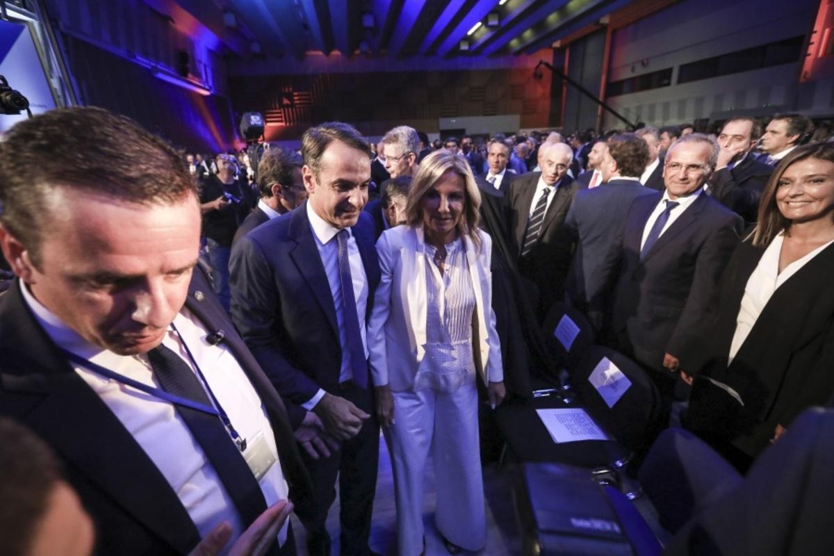 Η Μαρέβα που κέντρισε τα βλέμματα στην ΔΕΘ! | Newsit.gr