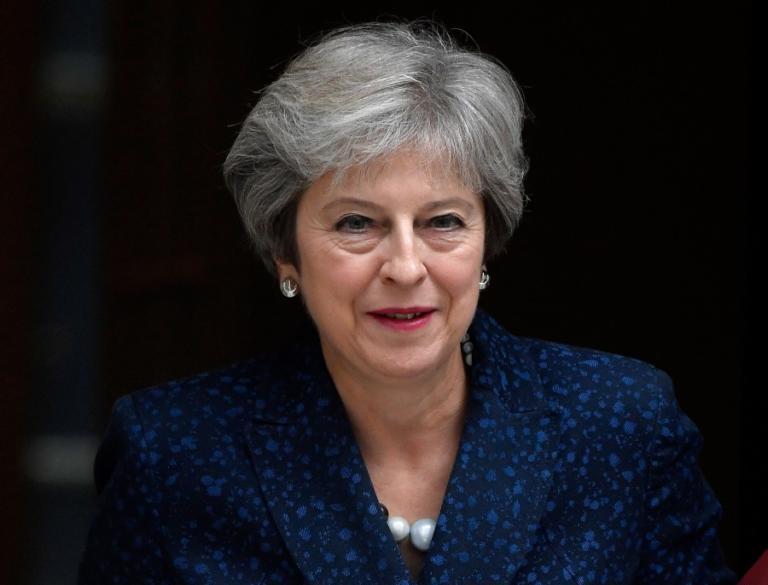Πυρ και μανία η Μέι! Η καρέκλα που… τρίζει και το Brexit | Newsit.gr