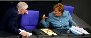 """Γερμανία: Νέα σενάρια διάλυσης της κυβέρνησης για τα… """"μάτια"""" του επικεφαλής των μυστικών υπηρεσιών"""