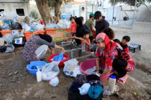 Από τη Μόρια σε Ιωάννινα, Θεσσαλονίκη, Πειραιά 2.000 πρόσφυγες – Μετά την παγκόσμια κατακραυγή τρέχουν για… λύση