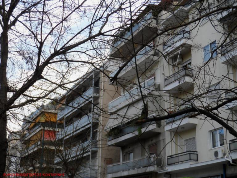 Πάτρα: 22χρονος έπεσε από μπαλκόνι πολυκατοικίας | Newsit.gr