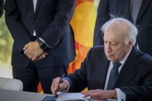 Απελπισμένος Νίμιτς σε Σκοπιανούς: Ψηφίστε την συμφωνία με την Ελλάδα