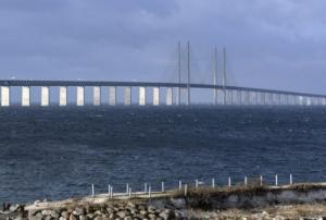 Η γέφυρα που μετατρέπεται σε τούνελ και συνδέει την Δανία με την Σουηδία