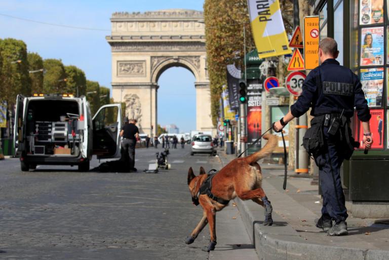 Συναγερμός στο Παρίσι! Έρευνα της αστυνομίας για βόμβα σε ύποπτο όχημα | Newsit.gr