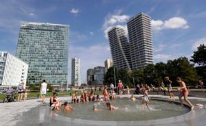 Το πιο θερμό καλοκαίρι εδώ και 244 χρόνια στην Πράγα! «Έπιασε» τους… 22,7 βαθμούς Κελσίου