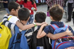 Συγκίνηση και ανθρωπιά! Πρώτο κουδούνι και για τα προσφυγόπουλα [pics]