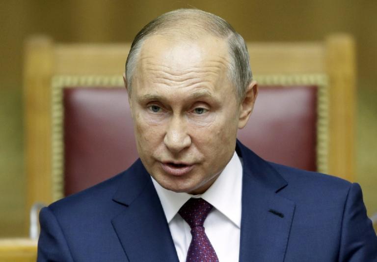 Νέα πτώση στη δημοτικότητα του Βλαντιμίρ Πούτιν