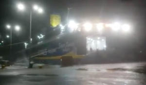 Πλοίο έγινε… έρμαιο των ανέμων στη Ραφήνα! Εντυπωσιακό video