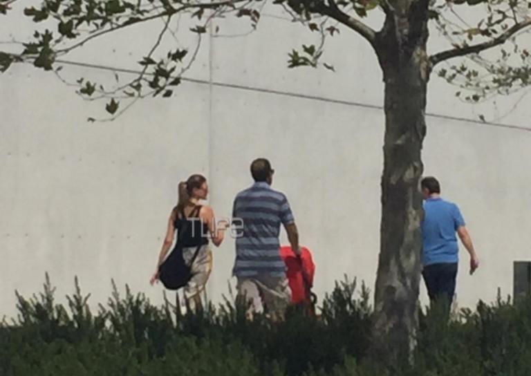 Γαβριήλ Σακελλαρίδης – Ράνια Τζίμα: Βόλτα με την κόρη τους [pics] | Newsit.gr