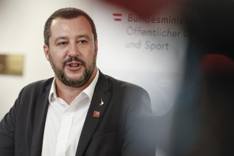 «Αυτογκόλ» Σαλβίνι με τον καλύτερο δήμαρχο του κόσμου! Ανέβασε βίντεο με μαφιόζο που μιλούσε εναντίον του | Newsit.gr