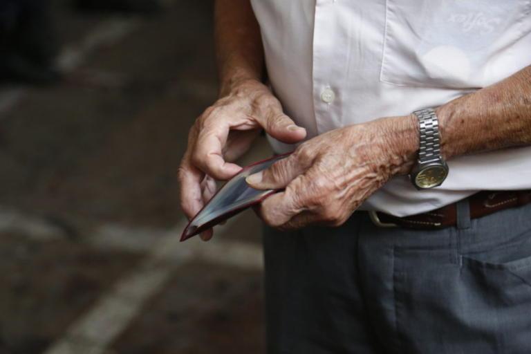 Κοινωνικό μέρισμα: Στην «απ'έξω» ξανά 3 στους 4 συνταξιούχους | Newsit.gr