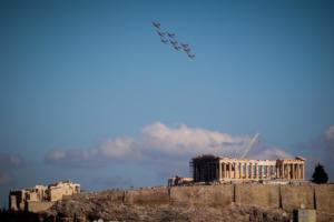 Γέμισε ελβετικούς «σουγιάδες» ο αθηναϊκός ουρανός! [pics]