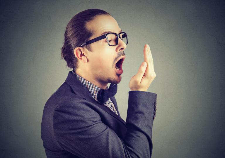 Πέντε πράγματα που δεν ξέρατε ότι κάνουν το στόμα να μυρίζει | Newsit.gr