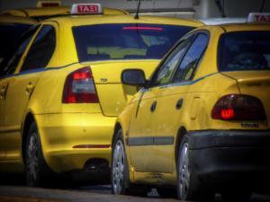 Στάση εργασίας στα ταξί – Για 12 ώρες τραβάνε χειρόφρενο οι οδηγοί την Πέμπτη!