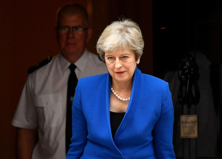 Δεν πάει στο Νταβός η Μέι λόγω Brexit | Newsit.gr