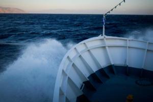Μύκονος: Πόλεμος νεύρων στο λιμάνι – Τα είδαν όλα οι τουρίστες – Το πλοίο δεν έδενε για 90 λεπτά!