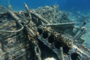 Το Reuters «βούτηξε» και βρήκε μια θάλασσα από σκουπίδια στα ελληνικά νησιά [pics]