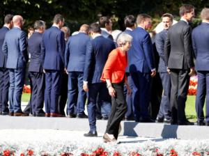 Τερέζα Μέι: Μόνη της και όλοι τους! «Φιάσκο» η άτυπη συμφωνία Κορυφής – video