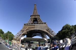 Παρίσι: Κατάσχεση είκοσι τόνων… Πύργων του Άιφελ!