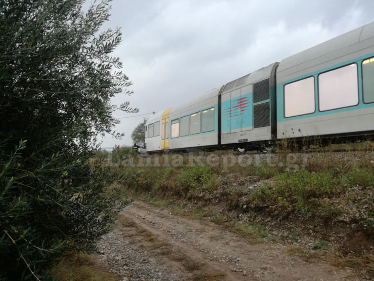 Τρένο παρέσυρε αυτοκίνητο για ένα χιλιόμετρο – Θρίλερ στις ράγες με εγκλωβισμένους επιβάτες – Το ολέθριο λάθος που έγινε [pics]