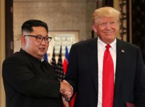 Ο Τραμπ δηλώνει «ερωτευμένος» με τον Κιμ Γιονγκ Ουν