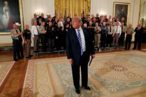 Ανταρσία κατά Τραμπ στο Λευκό Οίκο! «Βλέπουν» Πενς πίσω από την επιχείρηση ανατροπής