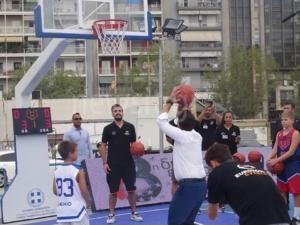 ΔΕΘ 2018: Έπαιξε μπάσκετ ο Τσίπρας – Τα σουτ του πρωθυπουργού – video