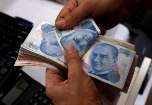 Η τουρκική λίρα σε… μακροβούτι διαρκείας