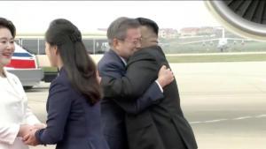 Εντυπωσιακή υποδοχή του Μου Τζε-ιν απο τον Κιμ Γιονγκ Ουν