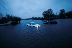 Κυκλώνας Φλόρενς: Μια πόλη έγινε νησί – Εικόνες σοκ από απεγκλωβισμούς [pics]
