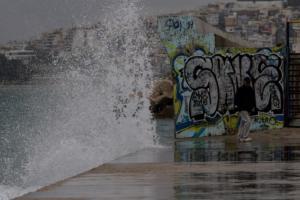Καιρός – Κυκλώνας Ζορμπάς: Η Αττική… των στεναγμών! Προβλήματα σε δρόμους και λιμάνια
