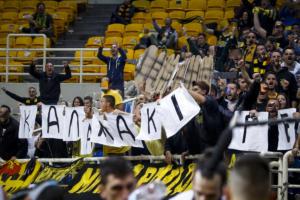 ΑΕΚ – ΠΑΟΚ: Οι «κιτρινόμαυροι» οπαδοί «τρόλαραν» τους Θεσσαλονικείς! «Καλαμάκι, ρε» [pic]