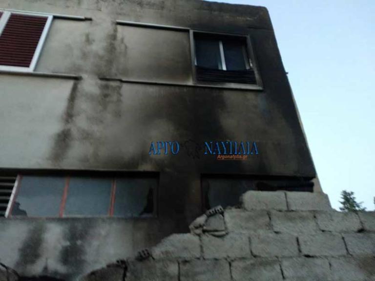 «Λαμπάδιασε» αποθήκη γεμάτη άχυρα στο Άργος [pics] | Newsit.gr