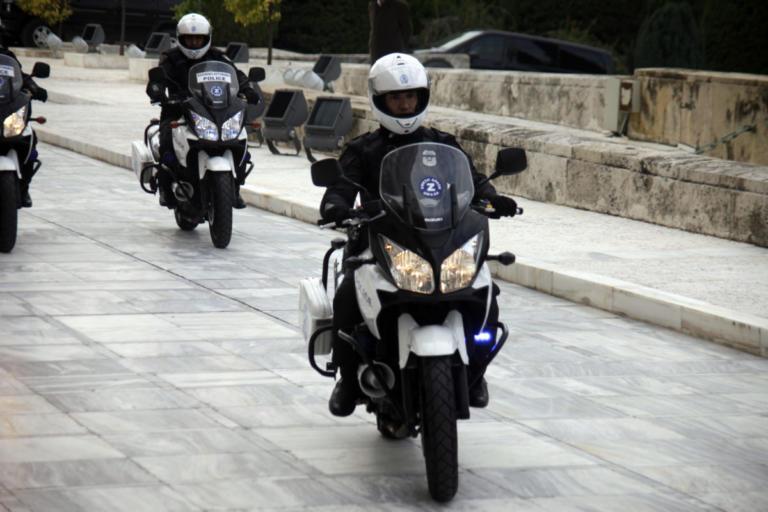 Είχαν ρημάξει τα αυτοκίνητα στη Γλυφάδα – Χειροπέδες στους κλέφτες | Newsit.gr