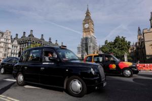 Από Λονδίνο με αγάπη! Μαύρα ταξί και στο Παρίσι