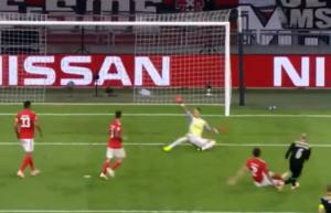Champions League: Η απόκρουση του Βλαχοδήμου στις κορυφαίες της αγωνιστικής! video